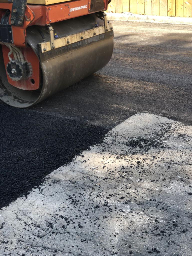 steamroller asphalt paving